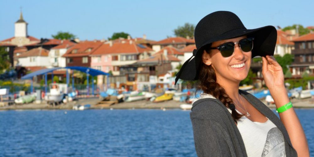 Why is the dental tourism so popular in Bulgaria?